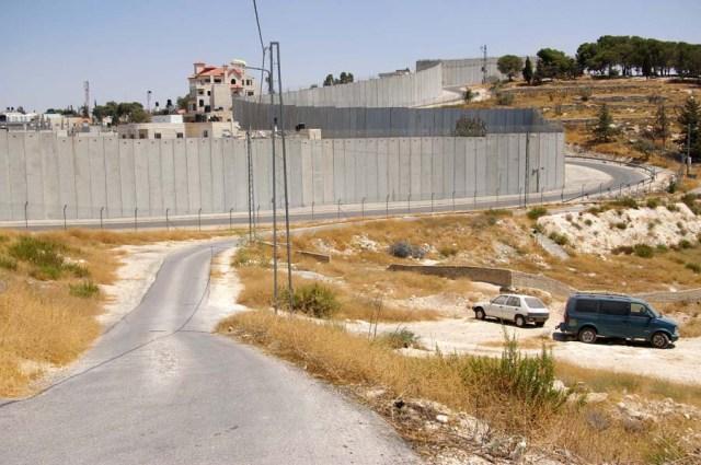 Wall in East Jerusalem - photo by Leopold Lambert (2016)