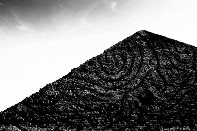 Deleuze The Two Architectures Of The Infinite Possible Worlds Leibniz S Pyramid Borges