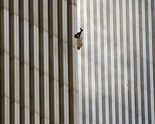 Homme sautant du World Trade Center le 11/09/2001, photo de Richard Drew