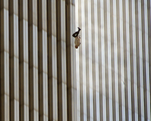 Homme sautant du World Trade Center le 11/09/2001, photo de Richard Drew